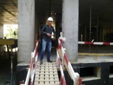 Un muncitor pe un șantier de construcții